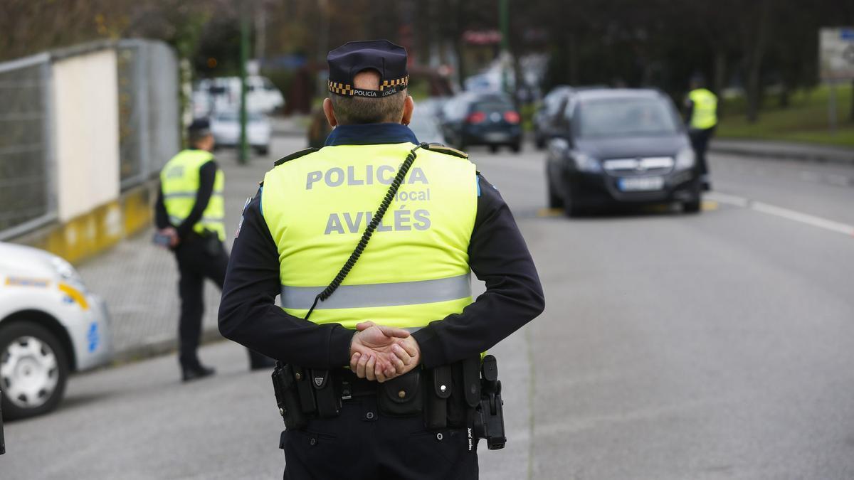 Un agente de la Policía Local de Avilés.