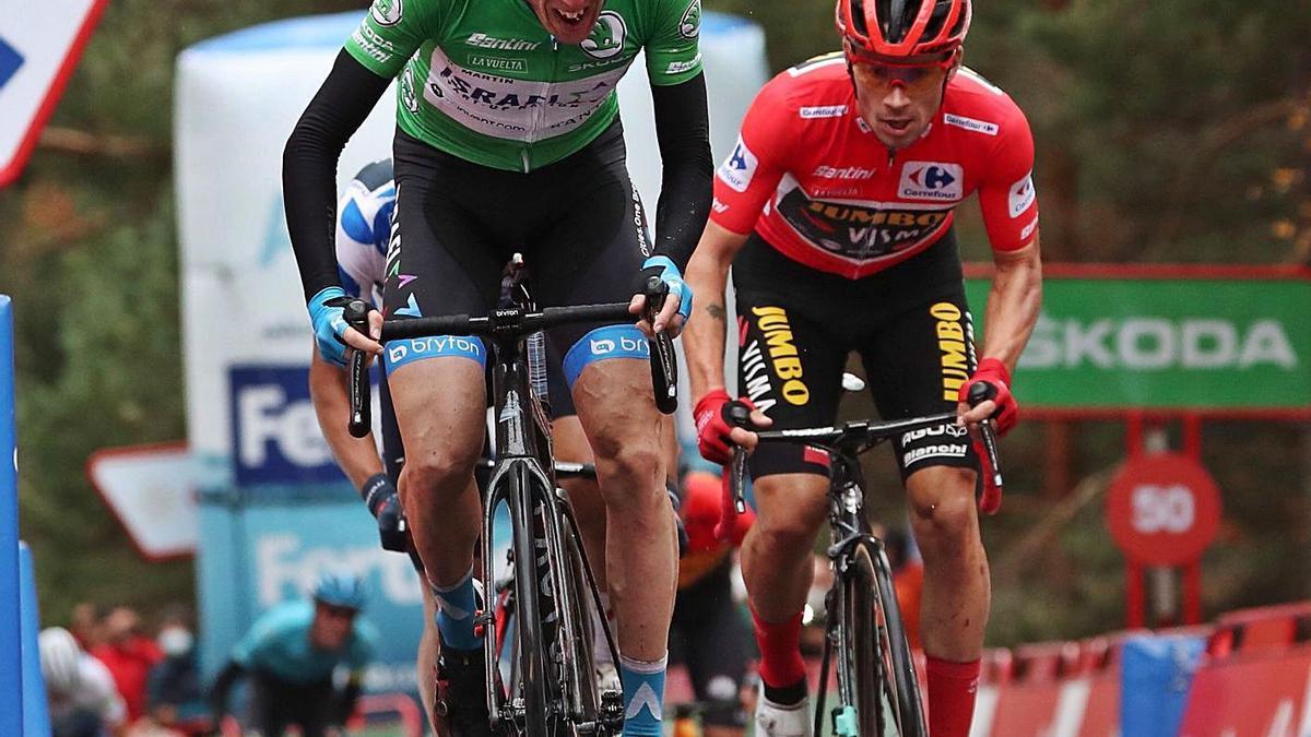 Dan Martin, en el ataque que decidió la victoria de etapa.    // KIKO HUESCA