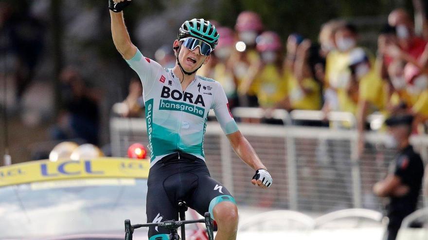 Lennard Kämna se redime y gana en el Tour