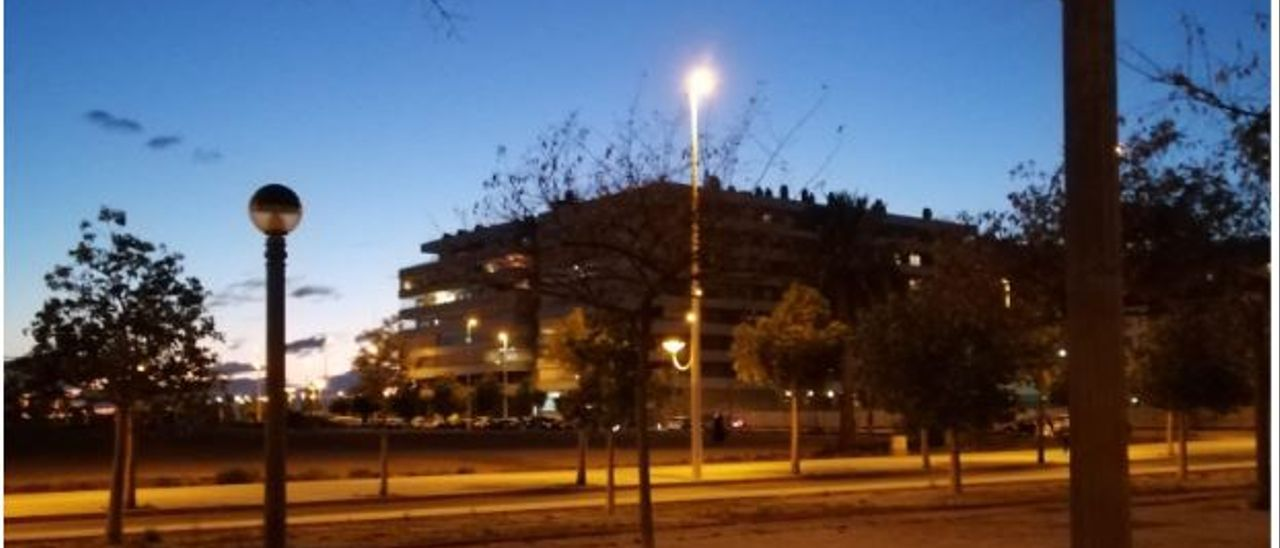 La avenida alcalde Ramón Pastor, de Elche, con una iluminación que Cs considera insuficiente