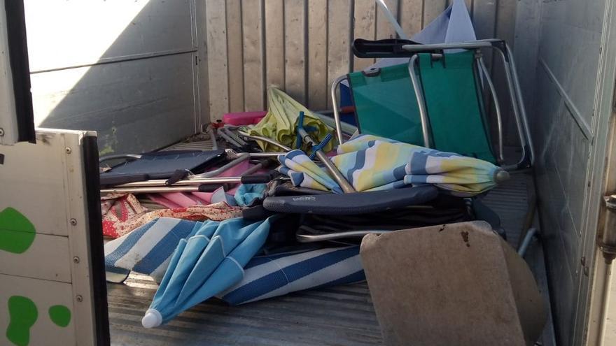 Orpesa confisca en sus playas 60 sillas y sombrillas en dos días