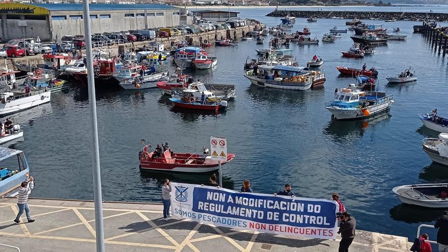 Los marineros de bajura protestan en las rías por el reglamento de control de la UE