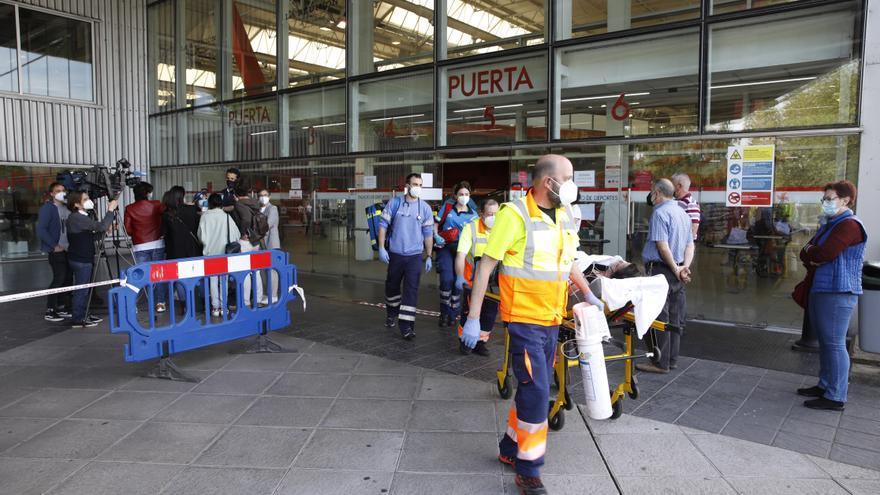 Una mujer sufre una indisposición cuando estaba a punto de vacunarse en Gijón