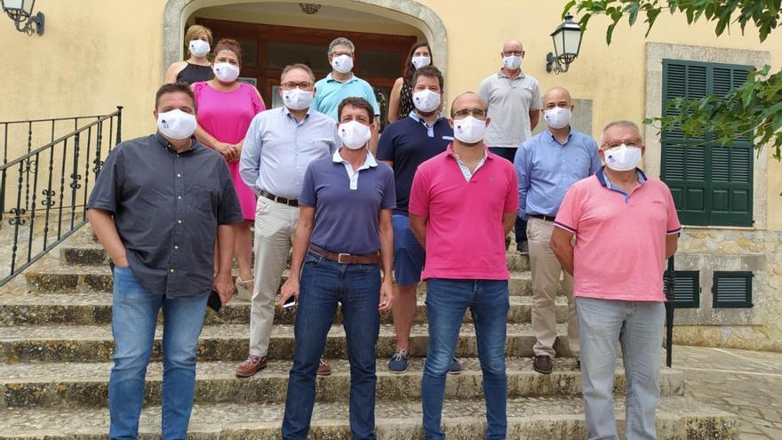 Rebelión de los alcaldes de Més y de El Pi para evitar dar sus ahorros a Sánchez