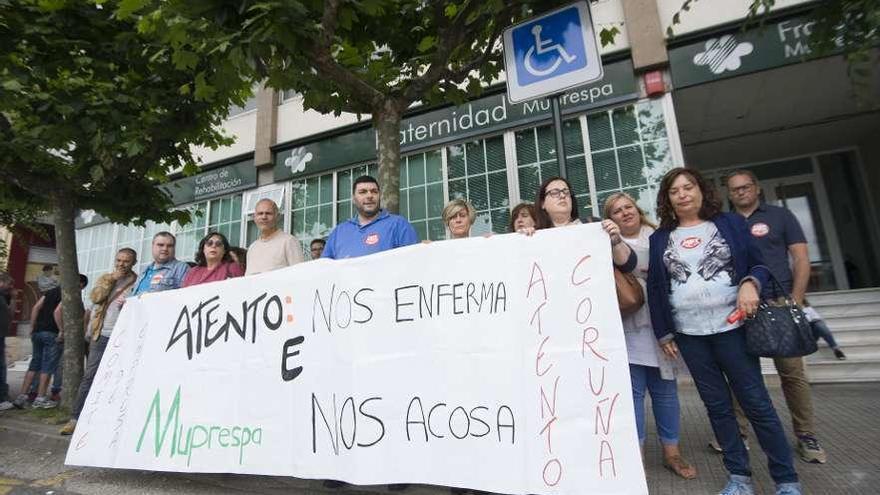 Trabajadores de Atento protestan contra la mutua