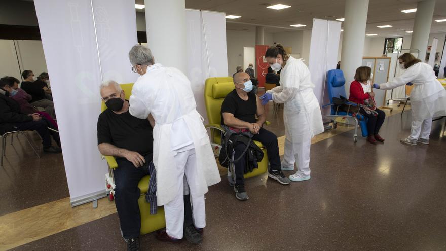 Vacunaciones masivas en el Centro Cívico del Port de Sagunt.