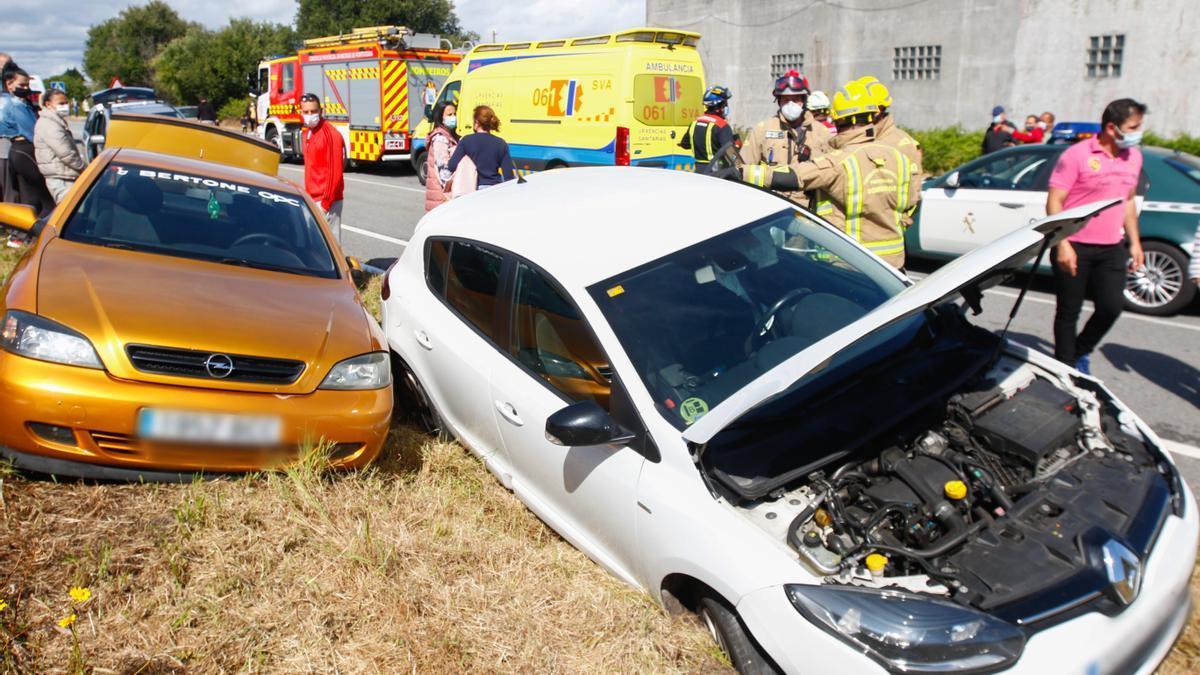 Accidente de tráfico múltiple en el vial de acceso al muelle do Xufre