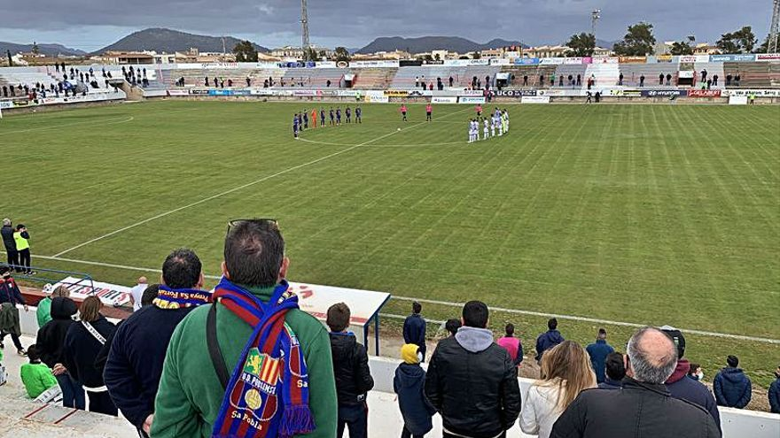 La afición del Poblense: «Ver el fútbol por la tele no es lo mismo»