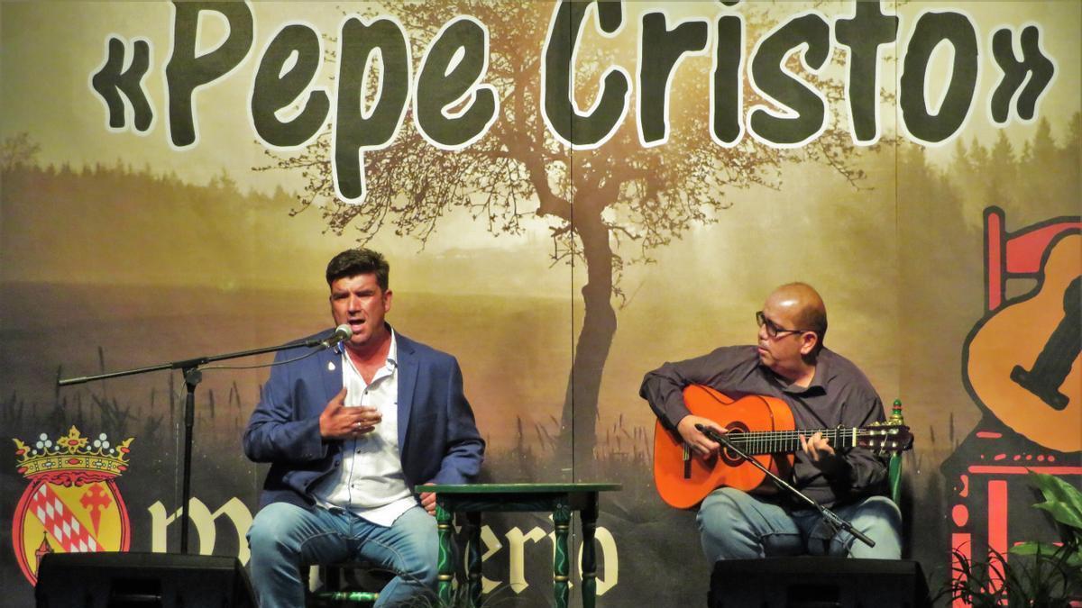 Cantaor y guitarrista durante una de las actuaciones de la gala de este sábado