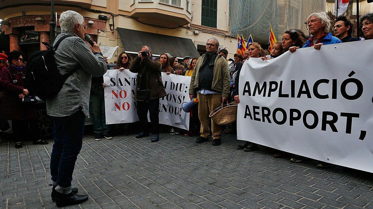 Protesta contra la ampliación del aeropuerto el pasado marzo en Palma.