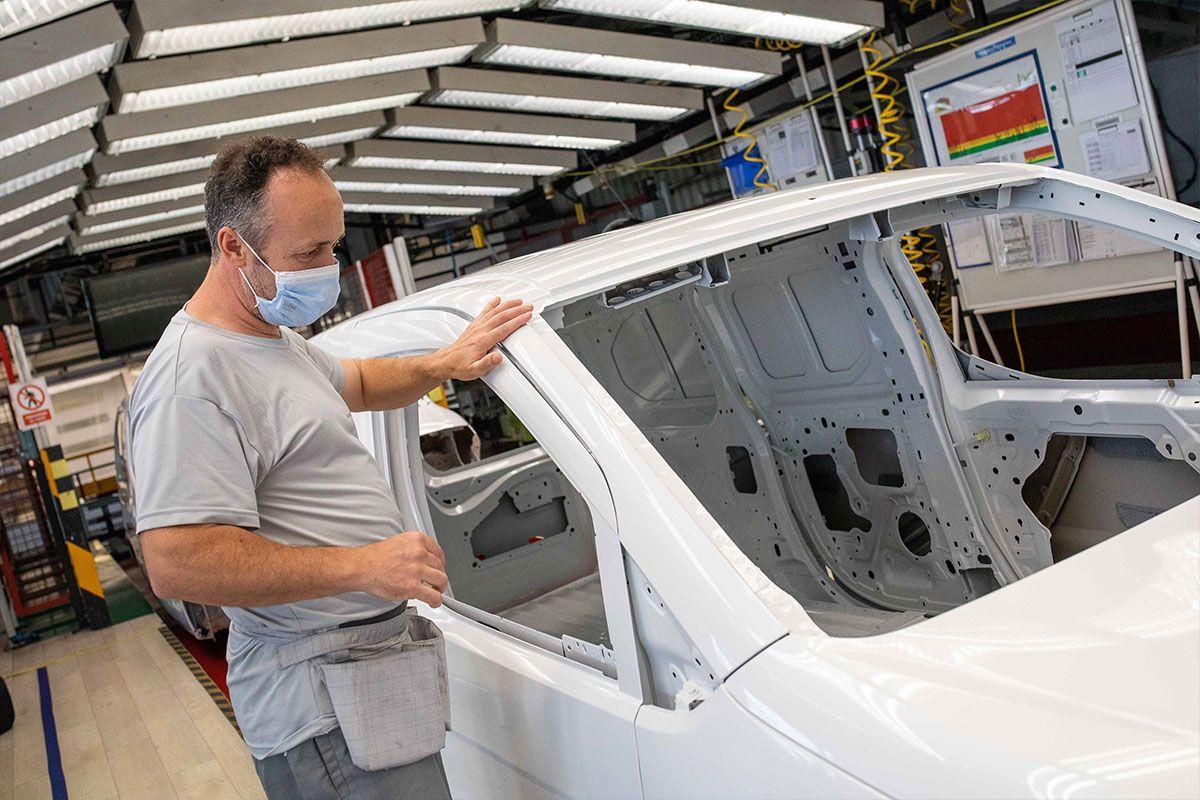 Fase de pintura de las furgonetas en Stellantis Vigo