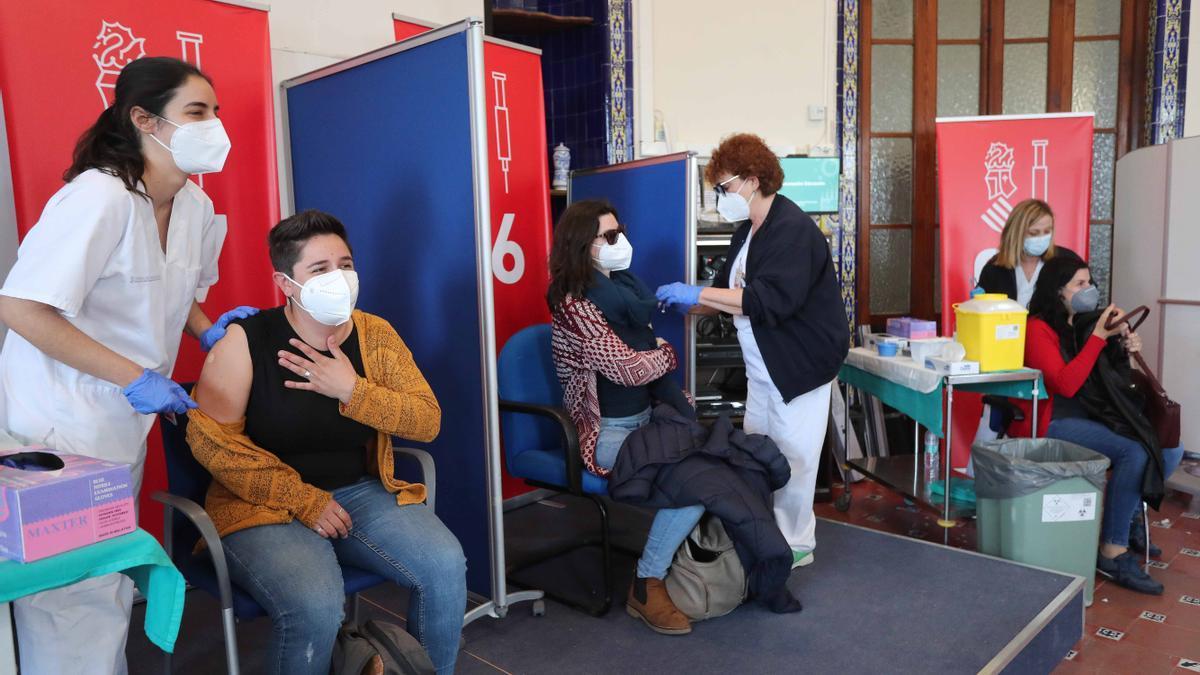 Vacunación de docentes en València.