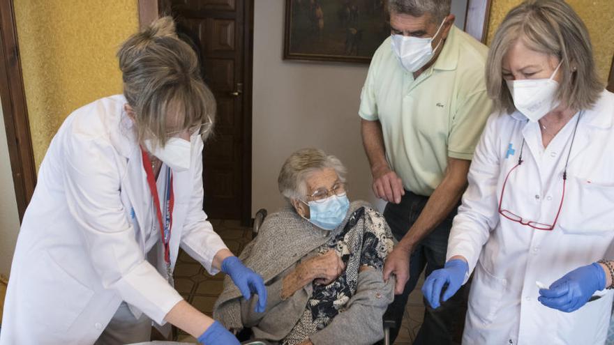 Els equips d'atenció primària es mobilitzen per fer arribar la vacuna al món rural