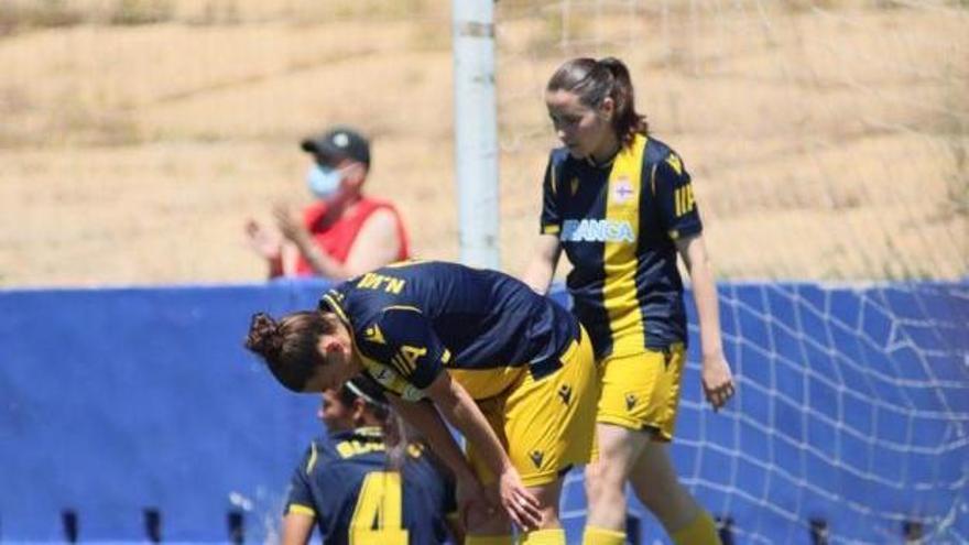 Villegas se lamenta tras un gol del Sporting Huelva. |  // LALIGA