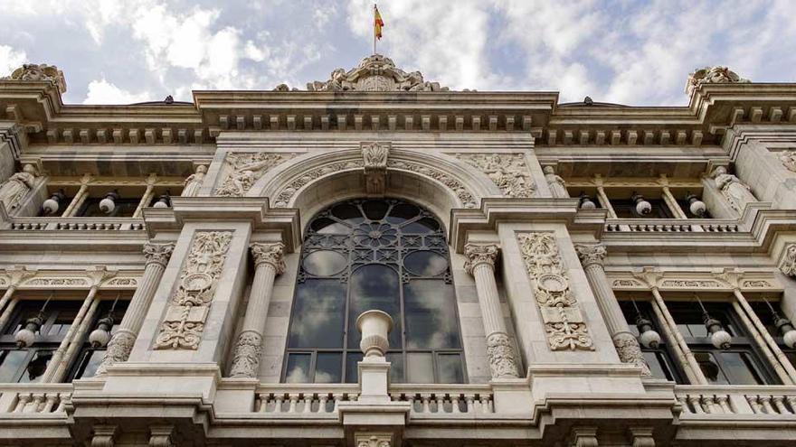 El Banco de España, igual que el BCE, pide prudencia al repartir dividendos