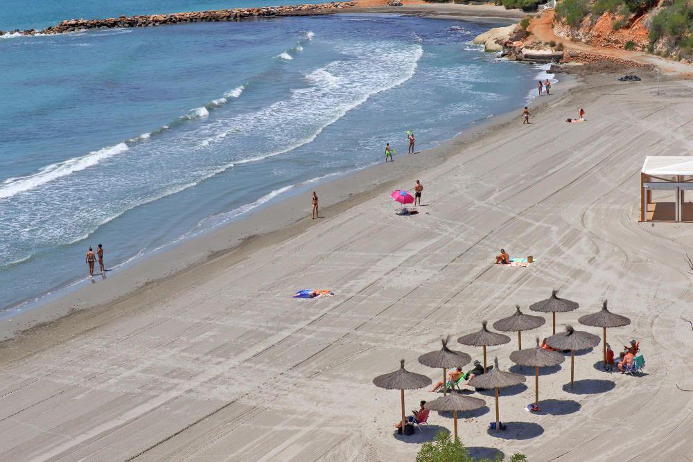 Las playas de Cabo Roig -La Caleta, Campoamor y La Zenia- Cala Bosque, todas con bandera azul.