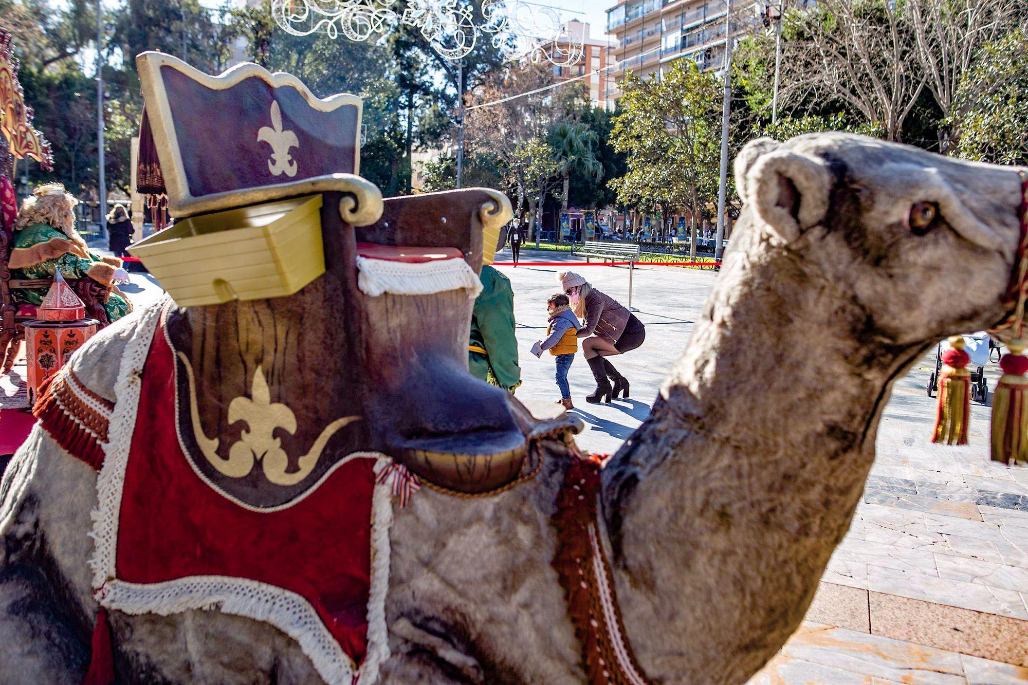Los Reyes Magos reciben a los niños de Orihuela en la Glorieta