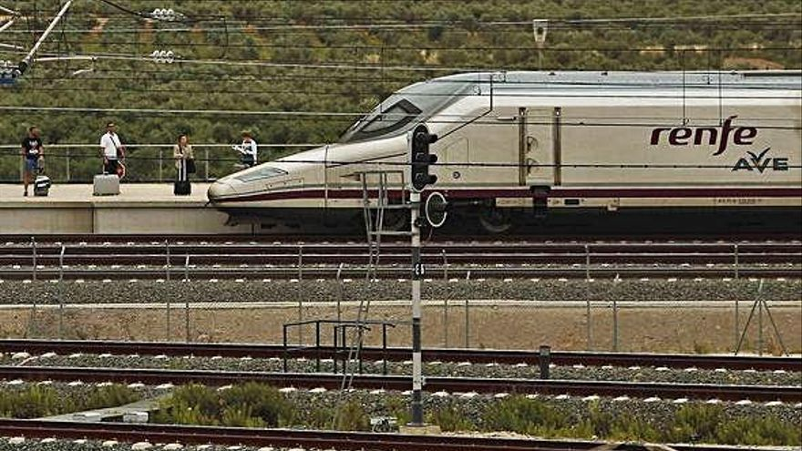 SNCF, Air Nostrum y Talgo con Globalia pujan por el AVE