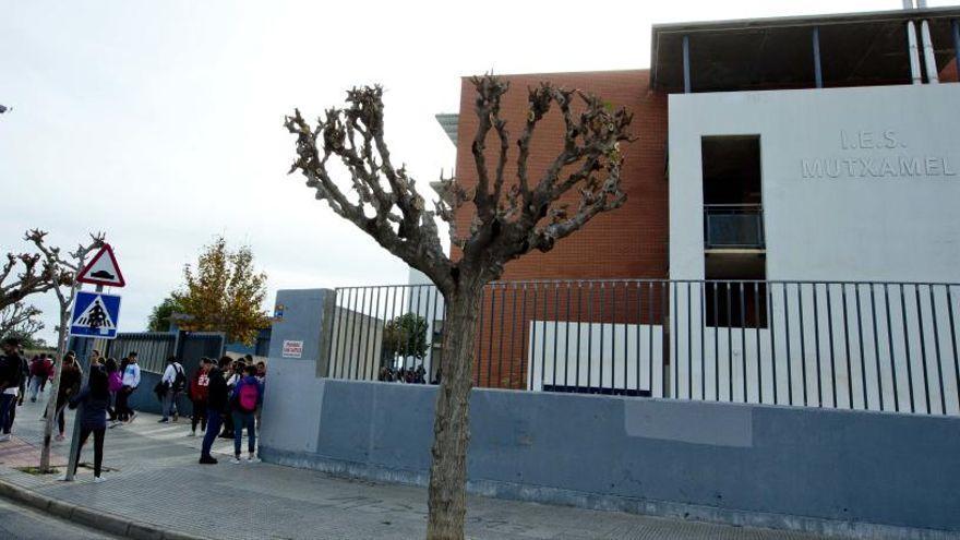 El Instituto Mutxamel sufre un desprendimiento de cascotes en el patio interio sin causar heridos