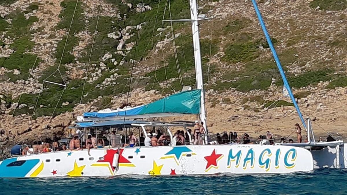 Imagen de la embarcación detectada el pasado domingo entre s'Arenal y Cap Blanc.