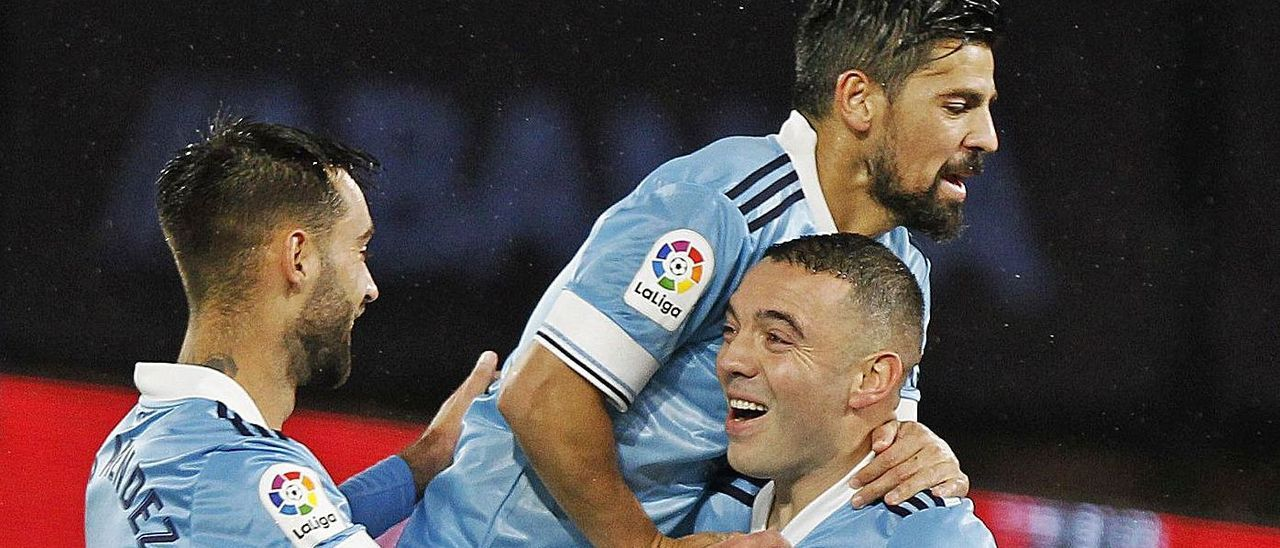 Iago Aspas, Brais Méndez y Nolito celebran el gol del mosense al Levante el pasado viernes. // R. GROBAS