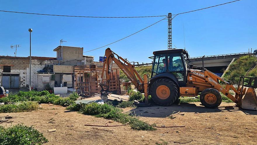 L'Alcúdia desaloja corrales con animales que invadían suelo público en Les Comes