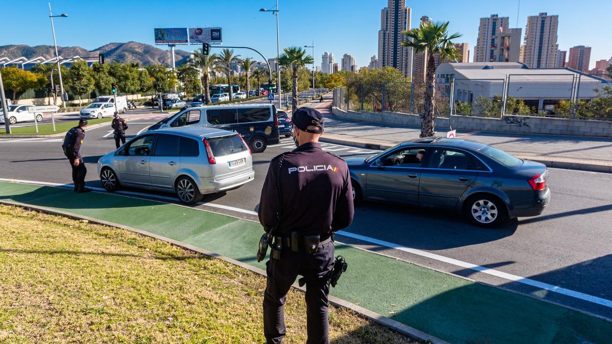 Benidorm - Policía Nacional en control de acceso y salida a Benidorm con motivo de las restricciones y confinamiento