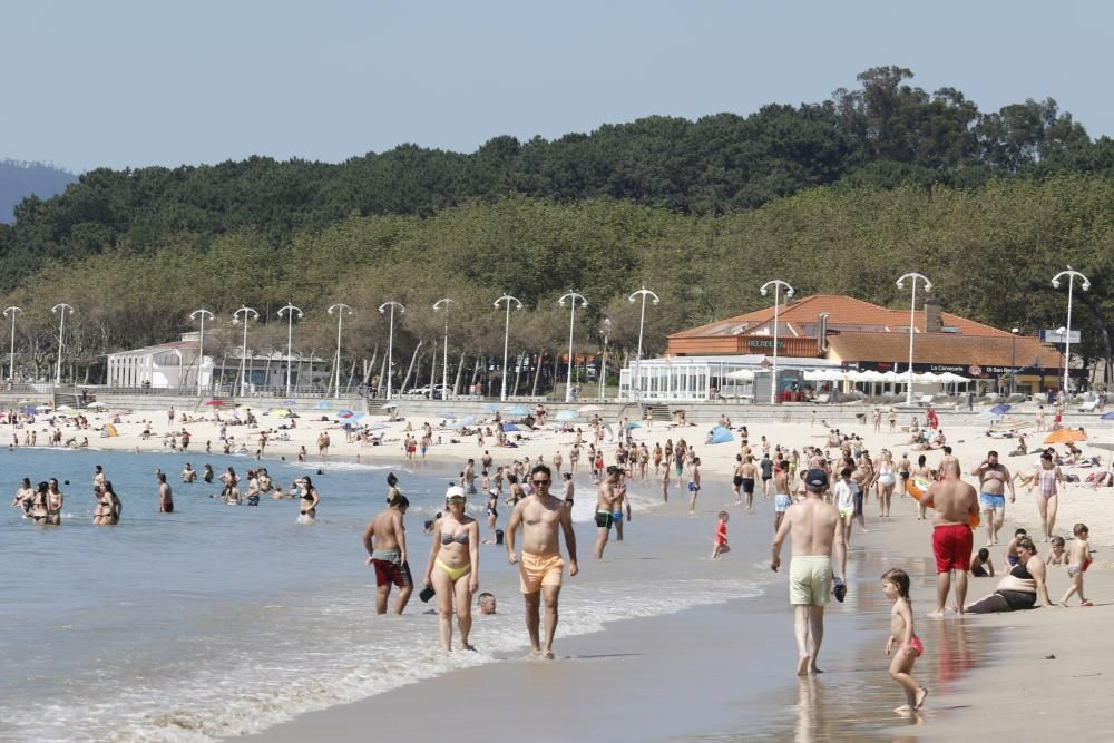 Las playas de Vigo y Panxón registraron una notable asistencia por la tarde