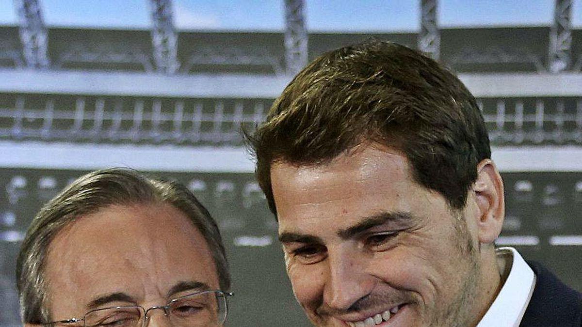 Florentino Pérez, con Iker Casillas en la despedida del portero.