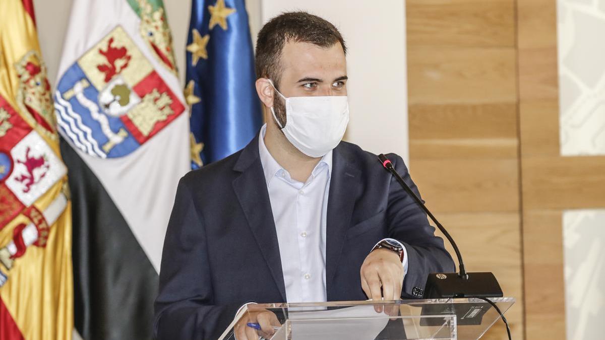 Salaya: «la fábrica de baterías de Cataluña no se nutrirá del litio de Cáceres»