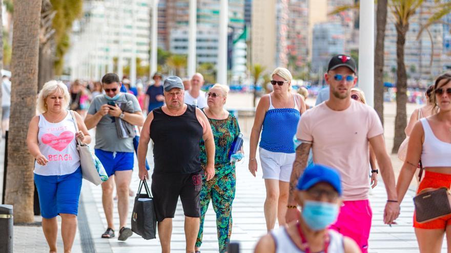 La apertura de 3.000 plazas y la falta de turismo senior lastran la ocupación hotelera en Benidorm