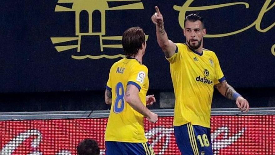 El Cádiz gana y envía al Eibar a los puestos de descenso
