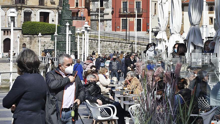 Más de cien negocios hosteleros están a la espera de licencia para terrazas