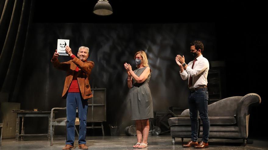Paterna entrega el premio honorífico Antonio Ferrandis al actor José Sacristán
