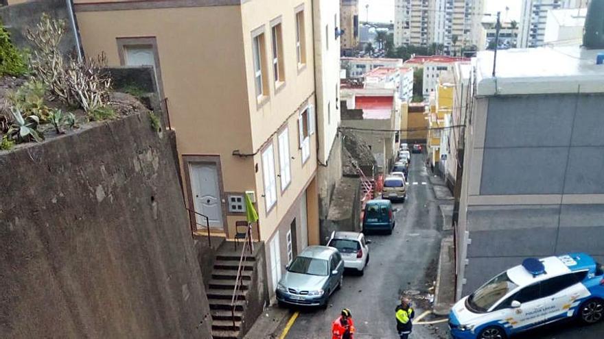 La lluvia provoca caídas de piedras y pequeñas inundaciones en la capital