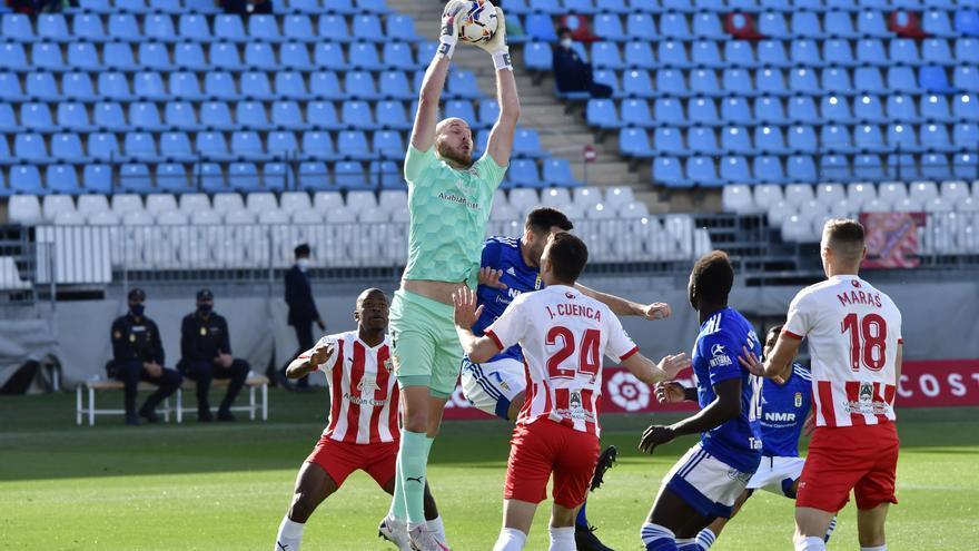 Una chilena de Grippo da un punto de oro al Oviedo en Almería (2-2)