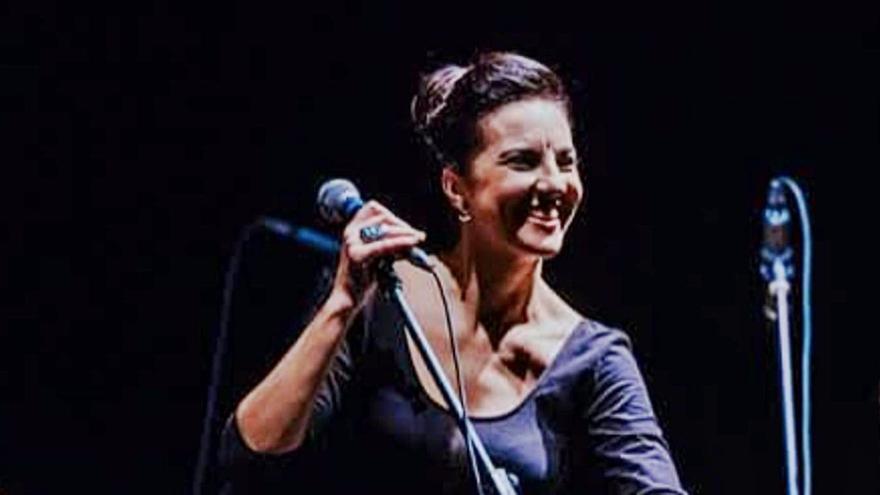 May López recuerda a Gala con música, poesía y teatro