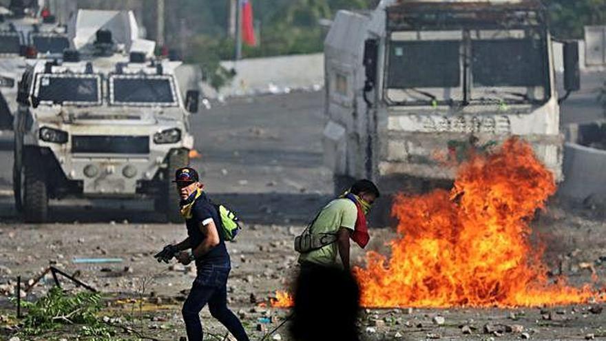 Enfrontaments entre policies i manifestants en una nova jornada de protestes