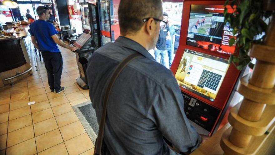 El cierre de los bares por el COVID obliga a retirar máquinas de apuestas por primera vez