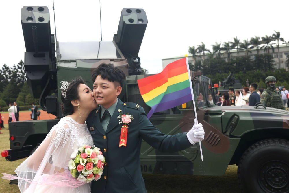 Chen Ying-Hsuan, a combat engineer lieutenant, ...