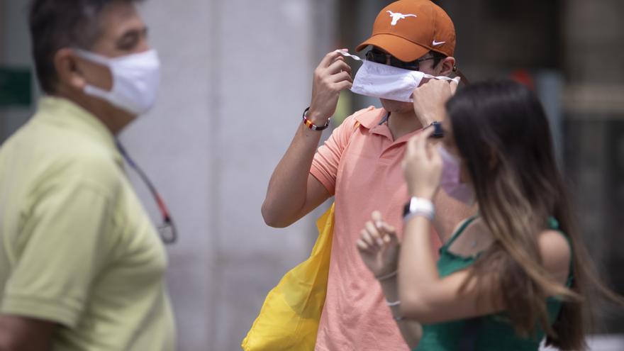 """Darias: """"No será obligatorio llevar mascarillas al aire libre con distancia interpersonal de metro y medio"""""""