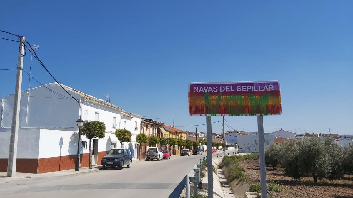Acto vandálico en un cartel contra la violencia de género en Las Navas.