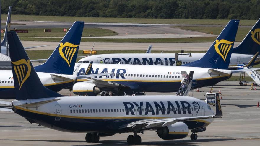 Ryanair anuncia 351 despidos ante la parálisis aérea del coronavirus