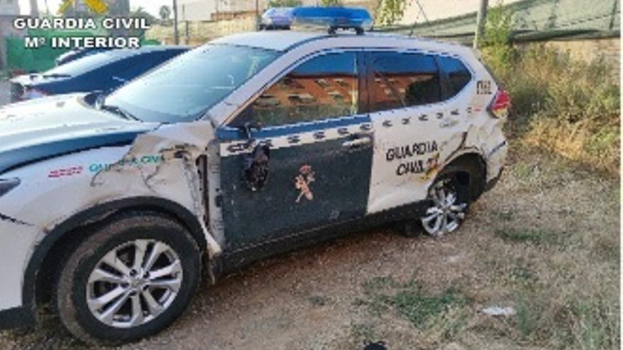 Dos agentes de la Guardia Civil salvan a un hombre de ser atropellado por un tráiler en la A-7