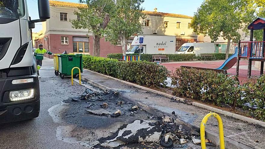 Dos fuegos intencionados destruyen siete contenedores en Manacor