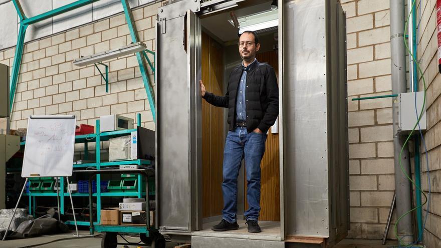 Nuevo invento contra el coronavirus: Crean en Dénia un ascensor que elimina el covid mediante el uso de rayos ultravioletas