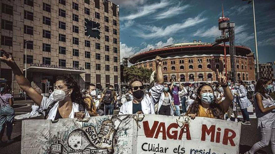 El Gobierno autoriza contratar a 10.000 sanitarios sin plaza MIR o extracomunitarios