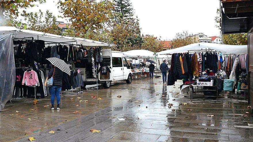 Los ambulantes piden extender el mercadillo a O Señal y poder trabajar todos cada viernes