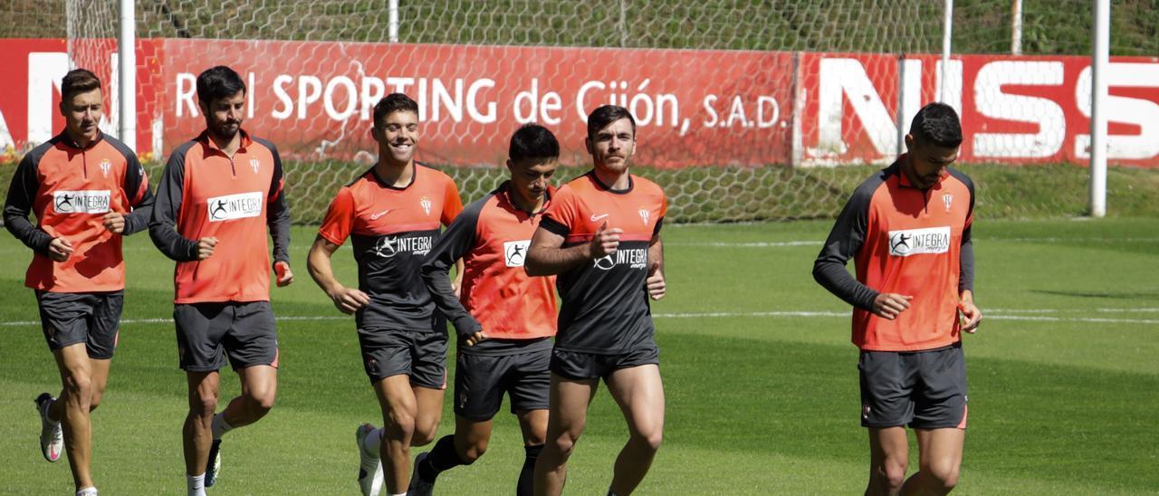La plantilla del Sporting, durante un entrenamiento