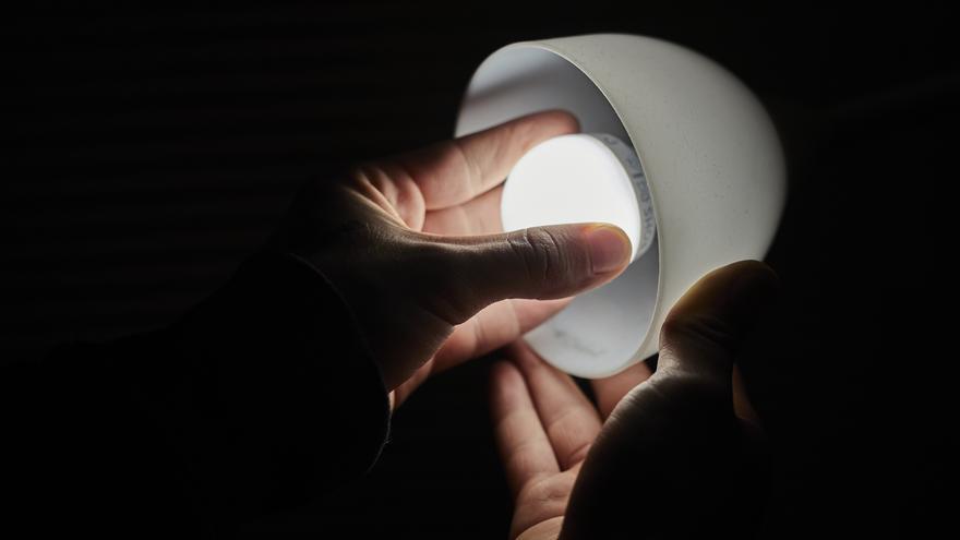El precio de la luz arranca octubre con otro récord histórico:  216 euros/MWh